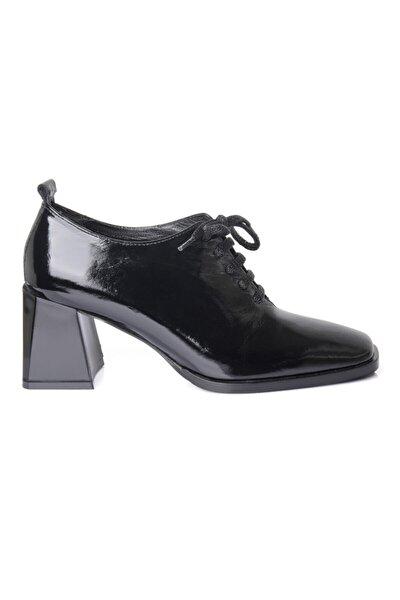 Kadın Siyah Hakiki Deri Rugan Ayakkabı 723510