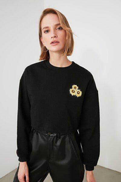 Siyah Nakışlı Örme Sweatshirt TWOAW21SW1487