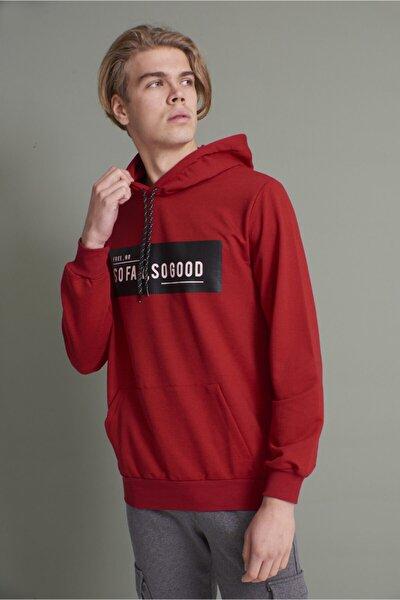 Erkek Kırmızı Kapüşonlu Kanguru Cepli So Far So Good Baskılı Sweatshirt