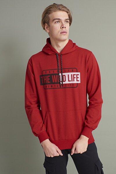 Erkek Kırmızı Kapüşonlu Kanguru Cepli The Wint Life Baskılı Sweatshirt