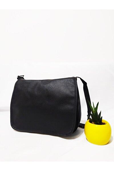 Siyah Çapraz Kapaklı Çanta