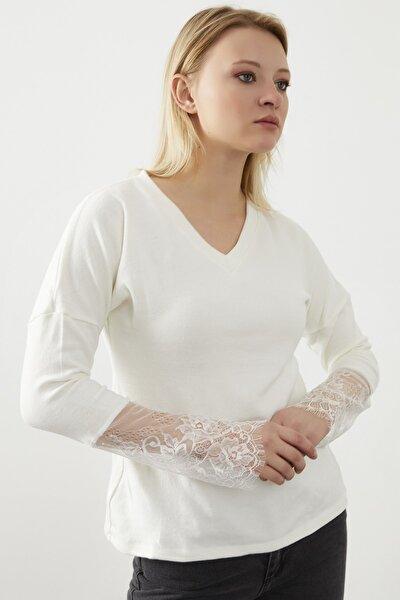 Kadın Ekru  V Yaka Kolları Güpür Detay  Bluz