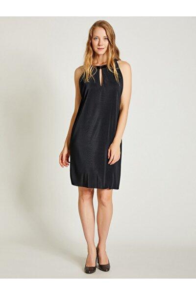 Kadın Siyah Piliseli Rahat Kesim Elbise