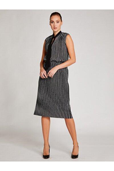 Kadın Siyah Gümüş Yakası Bağlamalı Kolsuz Parıltılı Elbise 8209-0193