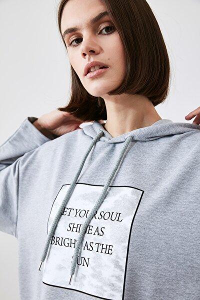Gri Baskılı Örme Sweatshirt TWOAW21SW1921