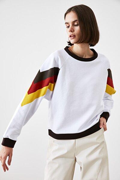 Beyaz Kolları Renk Bloklu Örme Sweatshirt TWOAW21SW1857