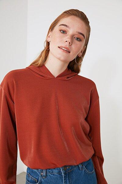 Kahverengi Kapüşonlu Örme Sweatshirt TWOAW21SW1483