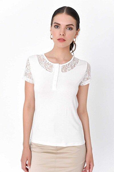 Kadın Beyaz Kolu Ve Yakası Dantelli Önden Düğme Detaylı T-Shirt