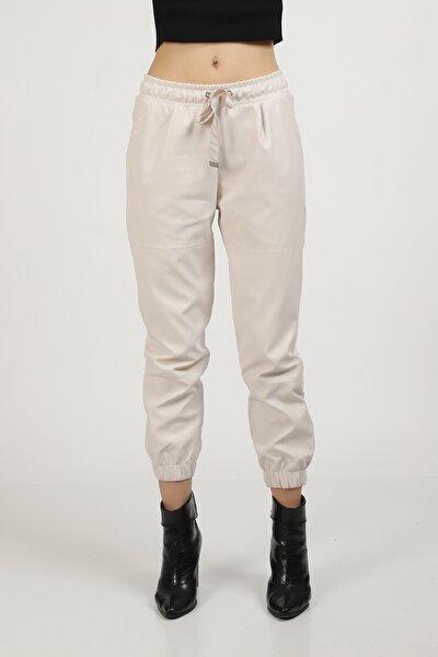 Kadın Ekru Paçası Lastikli Parça Detaylı Deri Pantolon