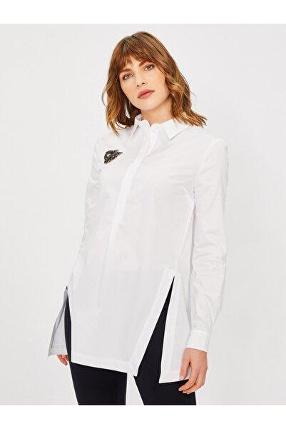 Kadın Beyaz Klasik Kesim Broşlu %100 Pamuk Gömlek