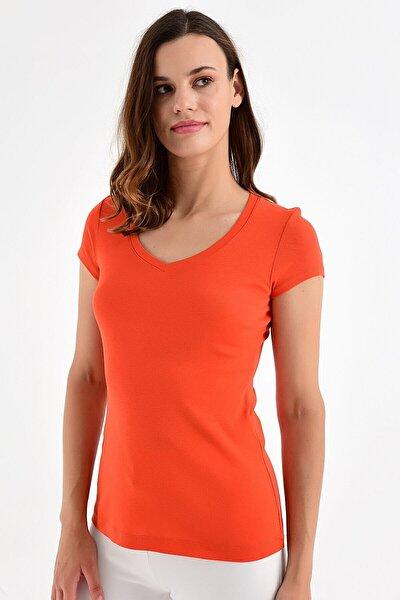 Kadın Nar Çiçeği Rengi Basic Tişört