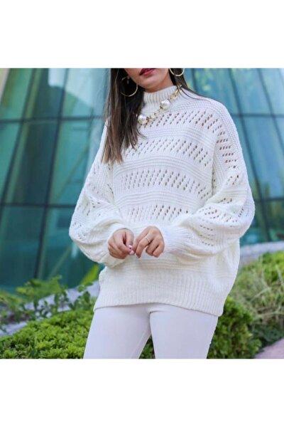 Dik Yaka Oversize Beyaz Kazak