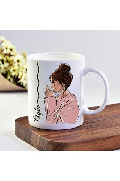 Beyaz Aylin İsimli Kahve İçen Kız Tasarımlı Kupa Bardak