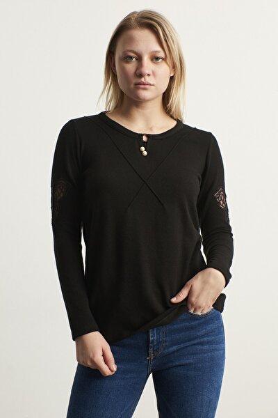 Kadın Siyah Kolları Kelebek Nakış Aksesuarlı Bluz