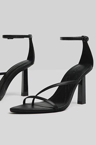 Kadın Siyah Bilekten Bağlamalı Topuklu Bantlı Sandalet