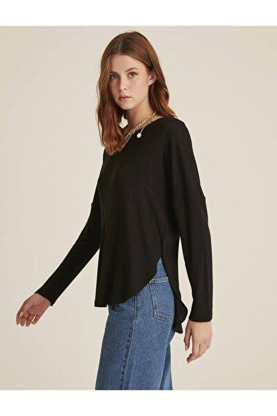 Kadın Siyah Yandan Yırtmaçlı Arkası Uzun Bluz