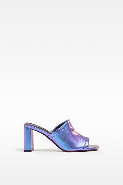 Yanardöner Metalik Topuklu Sandalet