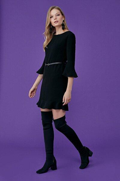 Kadın Siyah Sıfır Yaka Kol Ucu Ve Etek Altı Volan Detaylı Bel Deri Kemer Kombinli Elbise 19kelb441