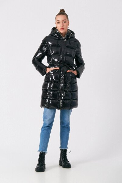 Kadın Siyah Parlak Kapüşonlu Kemerli Şişme Mont