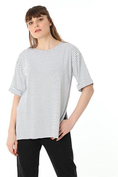 Yanları Yırtmaçlı Çizgili Salaş Tshirt - Beyaz