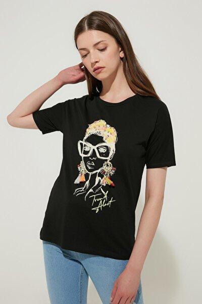 Kadın Figürlü Taş Detaylı T-Shirt Siyah 19YK-1071041-002