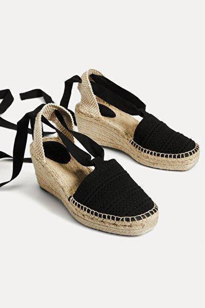 Kadın Siyah Hasır Dolgu Topuk Sandalet