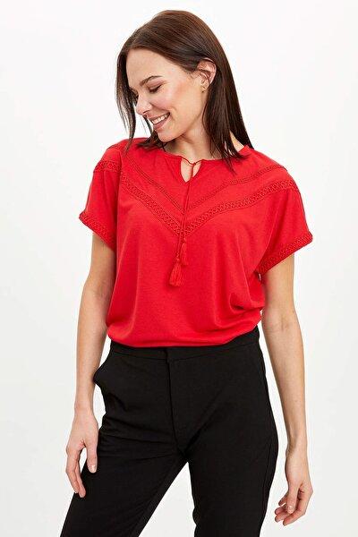 Kadın Kırmızı Dantelli Boyundan Bağlama Detaylı Kısa Kollu T-Shirt N7799AZ.20SM.RD247