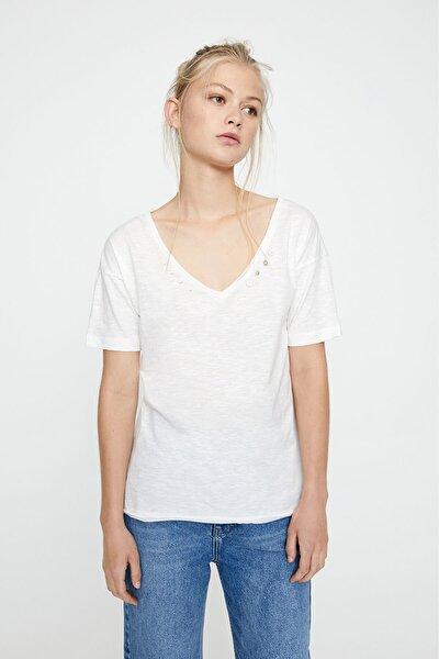 Kadın Buz Rengi Yakası Dekoratif Düğmeli Beyaz T-Shirt 05236396