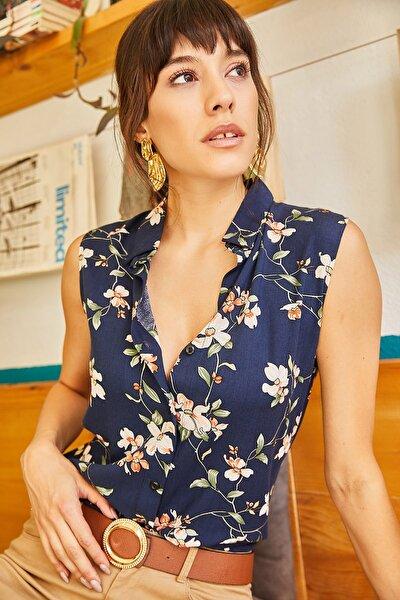 Kadın Lacivert Ekru Çiçekli Kolsuz Gömlek GML-19000640