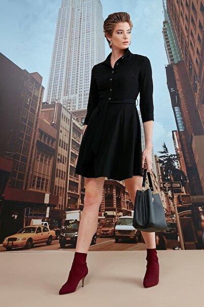 Kadın Siyah Polo Yaka Yarım Patlı Düğmeli Belden Kuşaklı Truvakar Kol Elbise 19KELB111