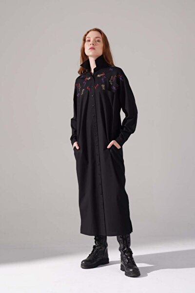 Kadın Siyah Renkli Işleme Detaylı Elbise