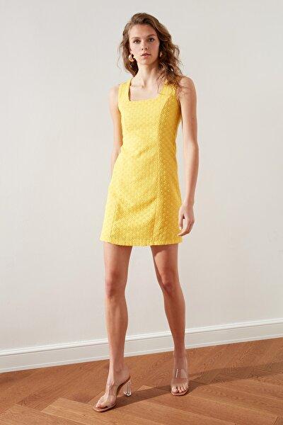 Sarı Brodeli Elbise TWOSS21EL1968