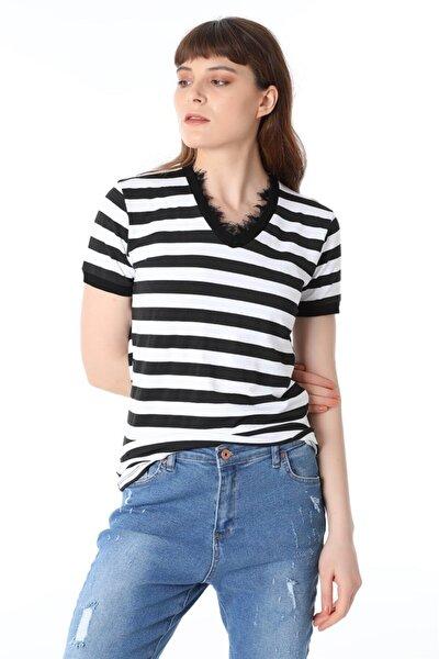 Kadın Siyah Çizgili Yaka Dantelli T-shirt
