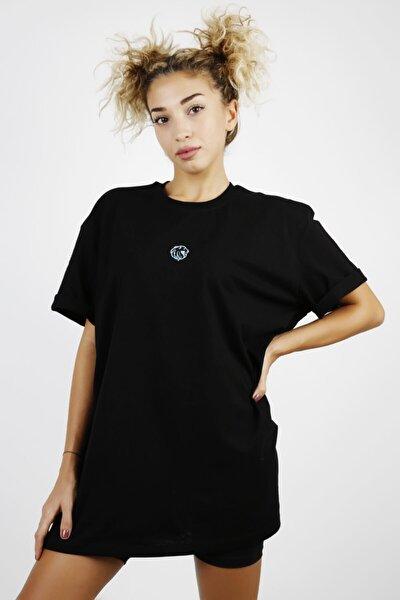 Kadın Siyah Fosfor Çivi Baskılı T-Shirt