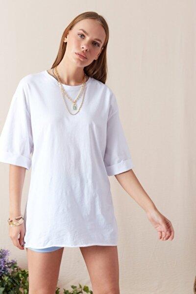 Kadın Beyaz Kol Katlamalı Geniş Kesim T-shirt