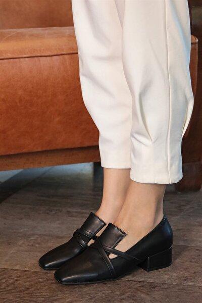Doris Siyah Çapraz Bantlı Topuklu Ayakkabı