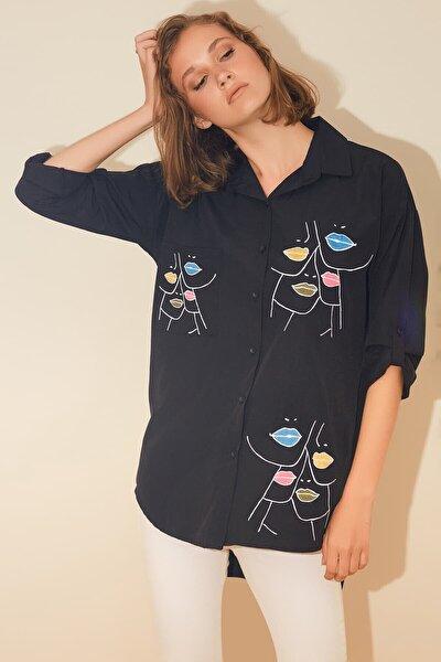 Kadın Siyah Dudak Nakışlı Gömlek