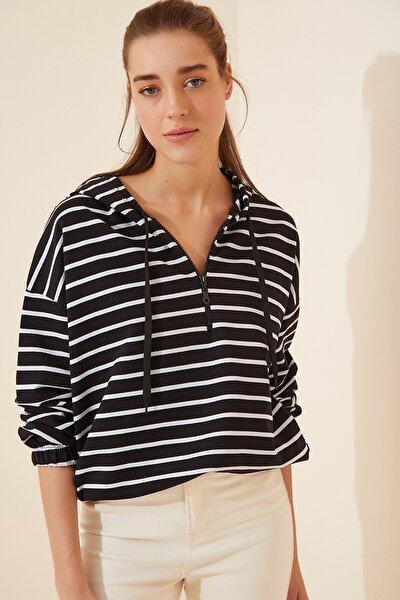 Kadın Siyah Fermuarlı Kapüşonlu Mevsimlik Sweatshirt ZV00137