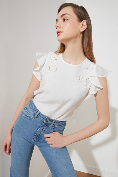 Beyaz Dantelli Bluz TWOSS21BZ1300
