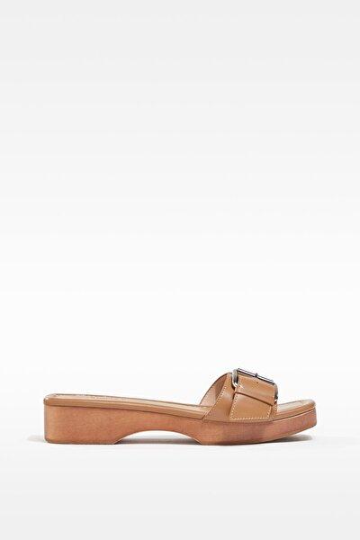 Tokalı Ahşap Sandalet