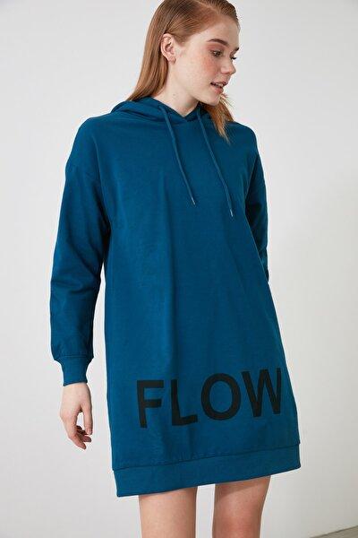 Lacivert Kapüşonlu Baskılı Örme Elbise TWOAW21EL2544