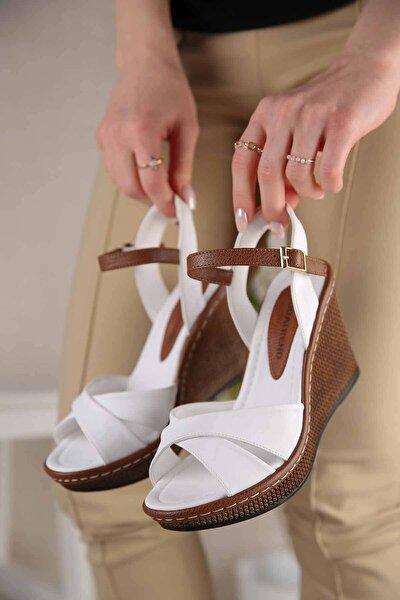 Kadın Beyaz Cilt Çapraz Bantlı Dolgu Topuklu Sandalet