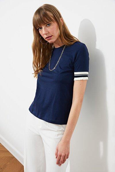 Lacivert Kol Detaylı Basic Örme T-Shirt TWOSS19DU0255