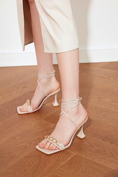 Bej Kadın Klasik Topuklu Ayakkabı TAKSS21TO0049