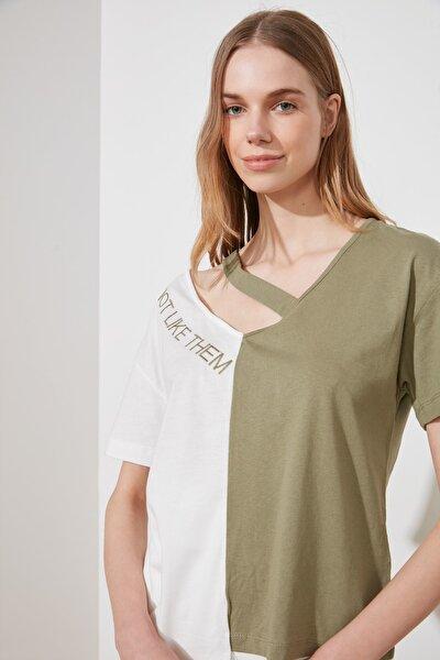 Çok Renkli Renk Bloklu Cut Out Detaylı BasicÖrme T-Shirt TWOSS20TS0048