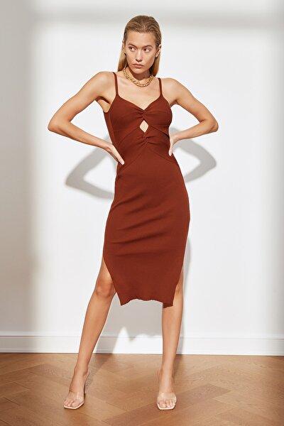 Kahverengi Dekolte Detaylı Triko Elbise TWOSS21EL3649