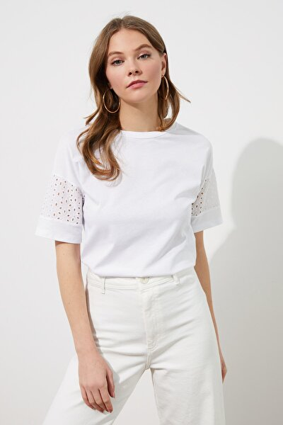 Beyaz Kolları Brode Detaylı Örme Bluz TWOSS19BZ0022