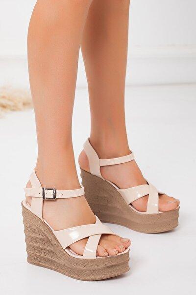 Kadın Ten Rugan Dolgu Topuklu Ayakkabı