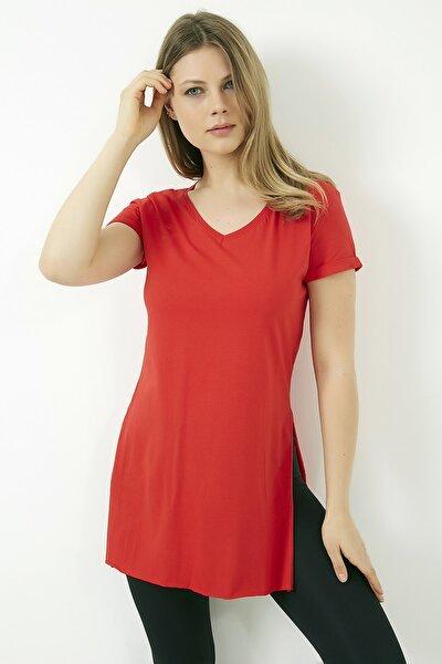 Kadın Kırmızı V Yaka Yırtmaçlı Uzun Tshirt