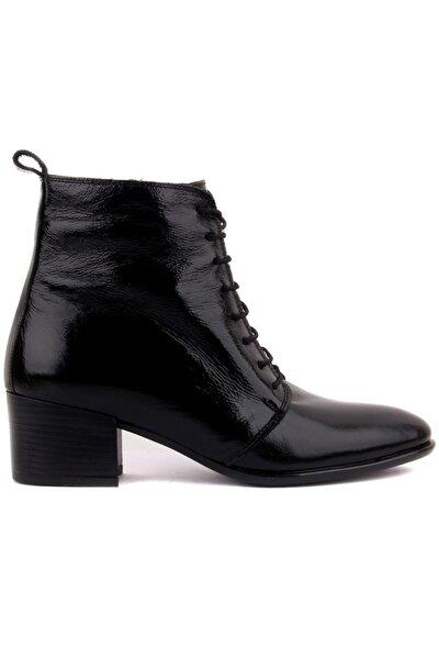 - Siyah Renk Kadın Bot